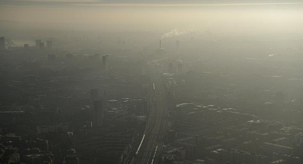 政府正努力解決空氣污染問題