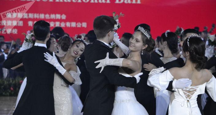 首屆中俄國際舞會在北京舉行