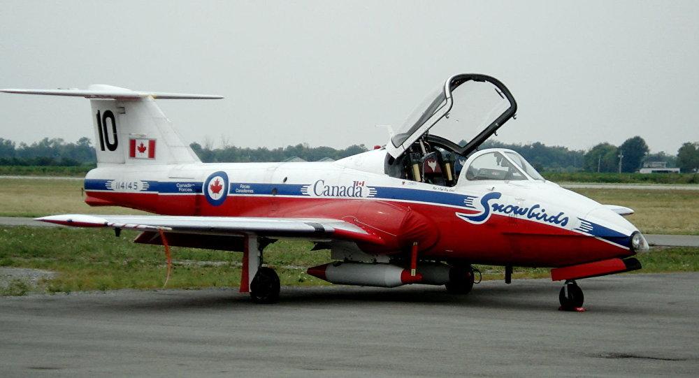 加拿大皇家空軍雪鳥特技飛行隊一架CT-144 Tutor飛機(資料圖片)