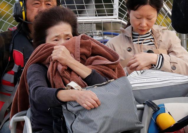 日本西南部居因洪水被困的在Twitter上求助