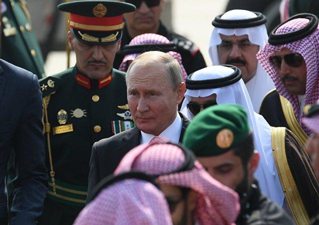 沙特國王及王儲在利雅得皇宮門口迎接普京