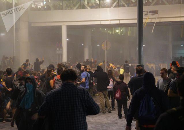 法國男子因道路被封步行走到巴塞羅那機場後心臟病發作去世