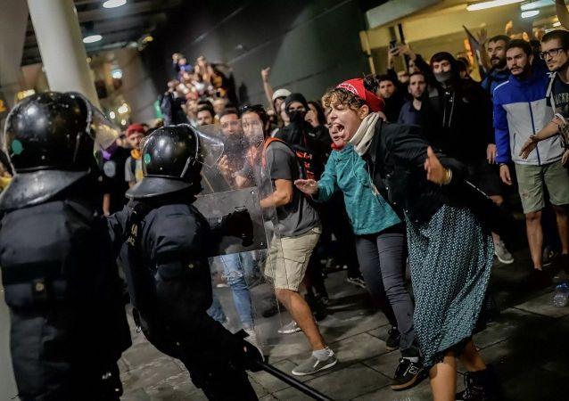 西班牙加區大罷工的騷亂致近90人受傷