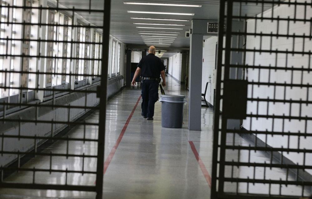 監獄中的工作人員