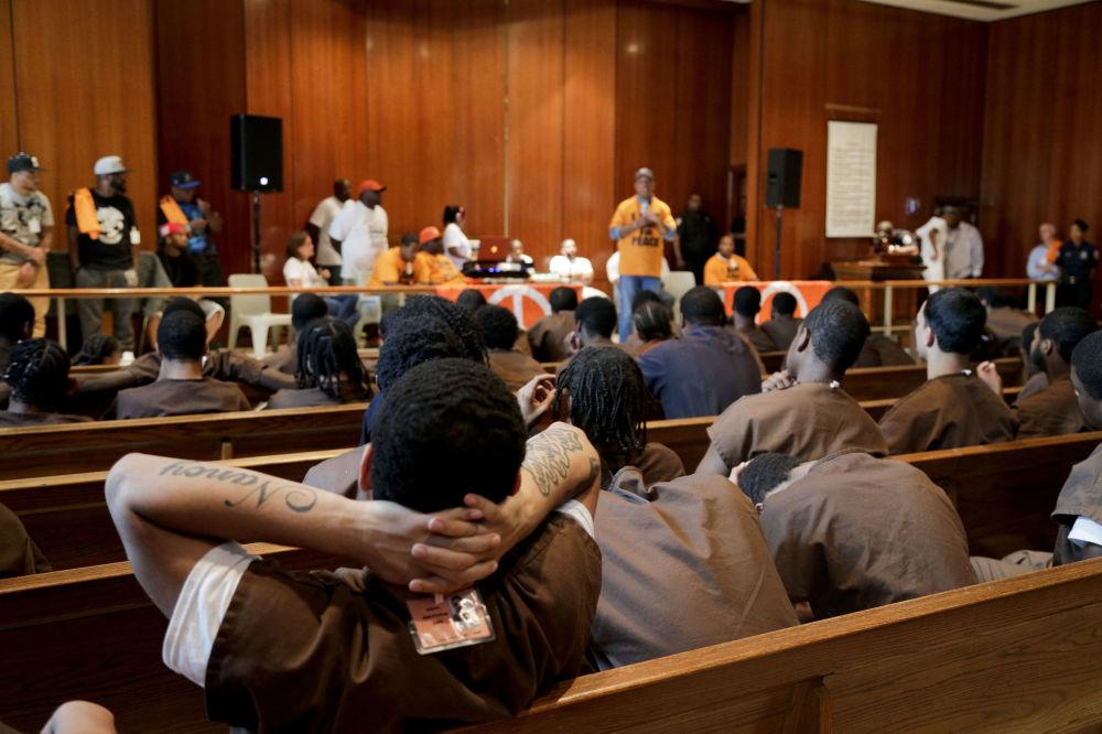 在Def Jam唱片公司創建人拉素爾·西蒙斯(Russell Simmons)演講會上的囚犯們