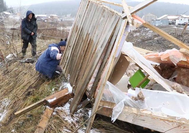 克拉斯諾亞爾斯克水壩決堤處發現的保險箱內有黃金