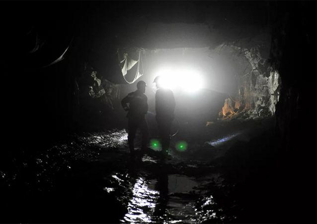 庫茲巴斯礦場發生岩石坍塌事故造成兩名礦工死亡