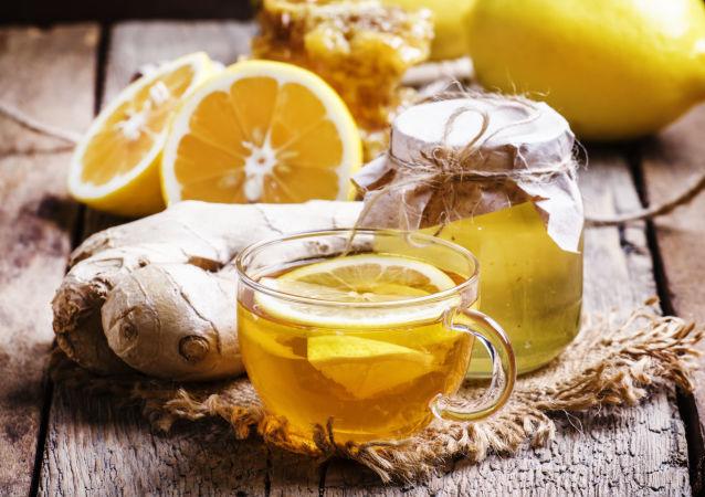 茶和檸檬或果醬