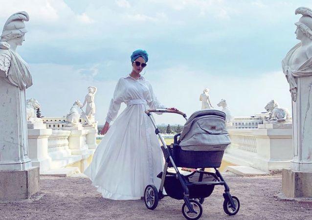「2015年莫斯科小姐」 與馬來西亞前國王離婚後報怨兒子受到威脅