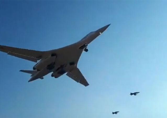 俄國防部收到兩架改造後的圖-160戰略轟炸機