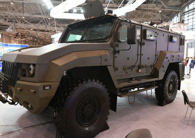 「颱風」(К53949)裝甲車