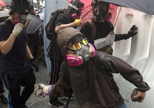 香港破壞者們襲擊新華社香港分社