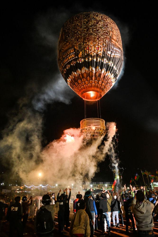 緬甸「光明節」上的氣球升空