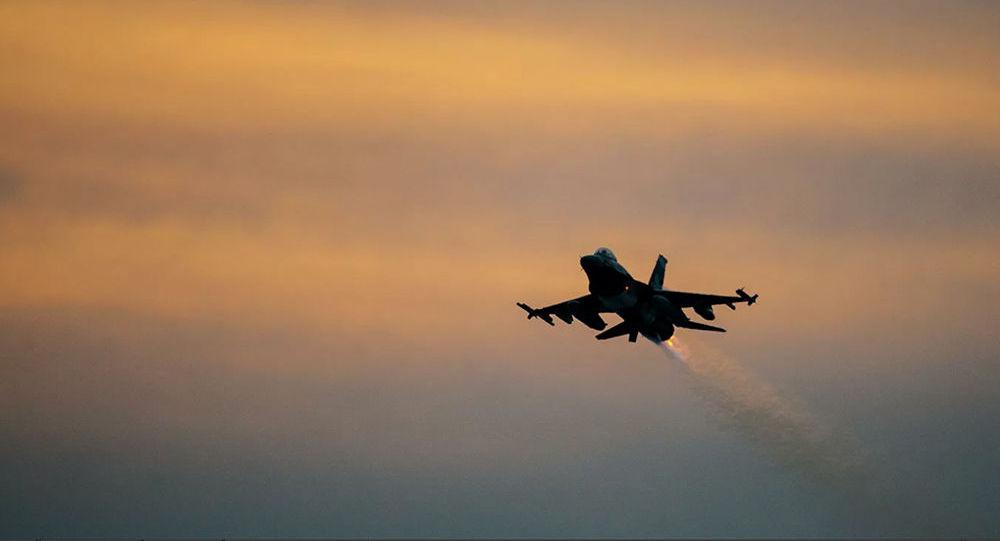 美國空軍一架戰機在空軍基地著陸時墜毀
