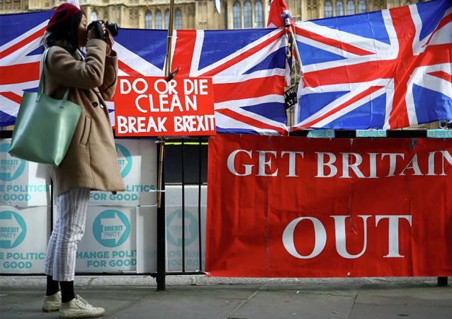 英國首相約翰遜承諾在明年1月31日脫歐