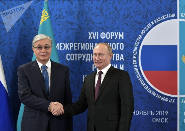 普京向哈薩克斯坦總統祝賀生日並討論雙邊問題