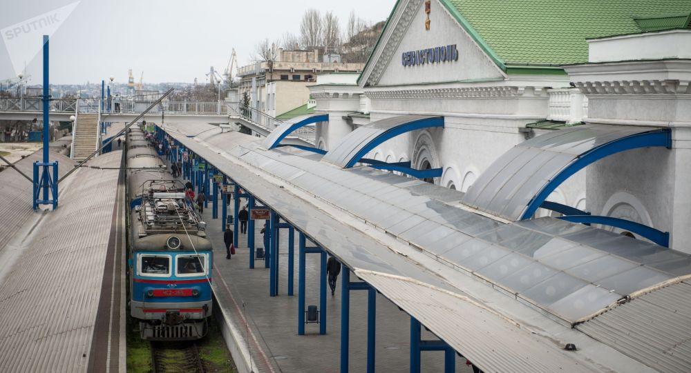 塞瓦斯托坡爾火車站