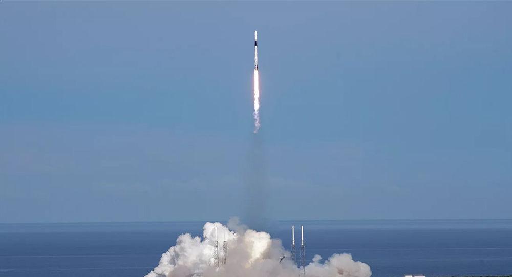 獵鷹9號火箭搭載星鏈互聯網衛星群在佛羅里達發射