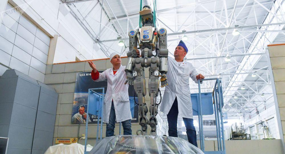 「費奧多爾」機器人為在月球上工作將改腳為輪