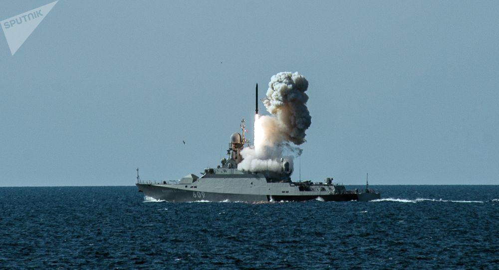 普京:俄海軍裝備「口徑」導彈的艦艇數量將增加1倍