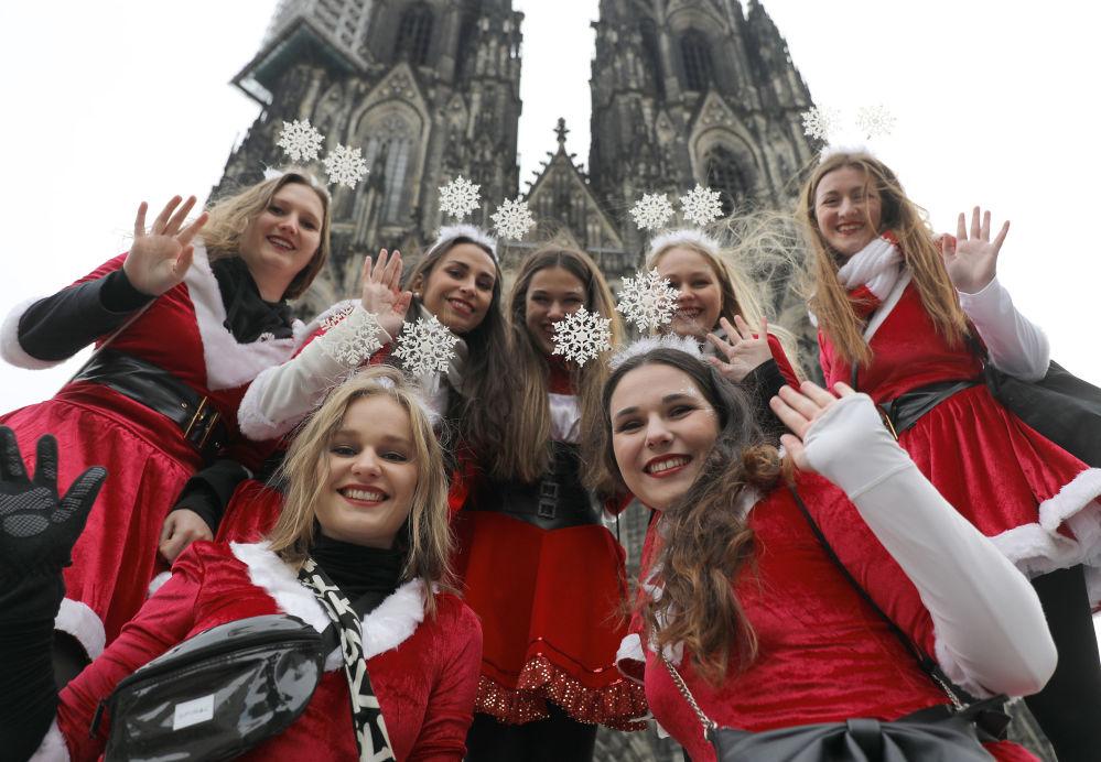科隆狂歡節期間盛裝的年輕女孩們。