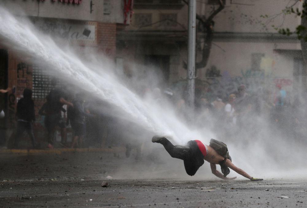 智利聖地亞哥示威活動的參與者。