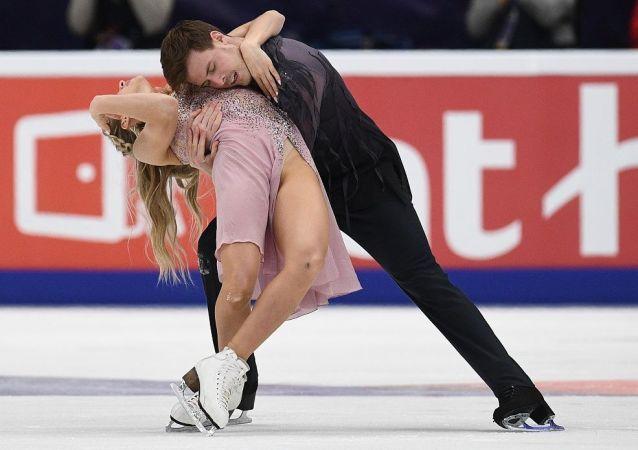 俄雙人滑選手西尼齊娜和卡察拉波夫