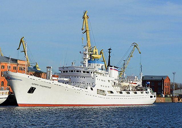 「弗拉基米爾斯基海軍上將」號科考船