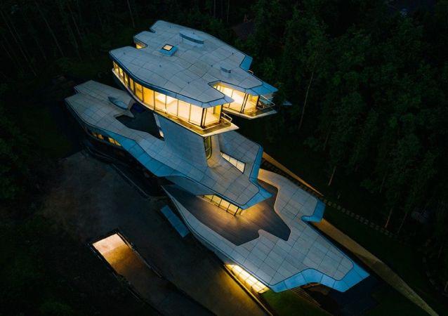 莫斯科郊外為美國名模坎貝爾建造的巨額豪宅掛牌出售