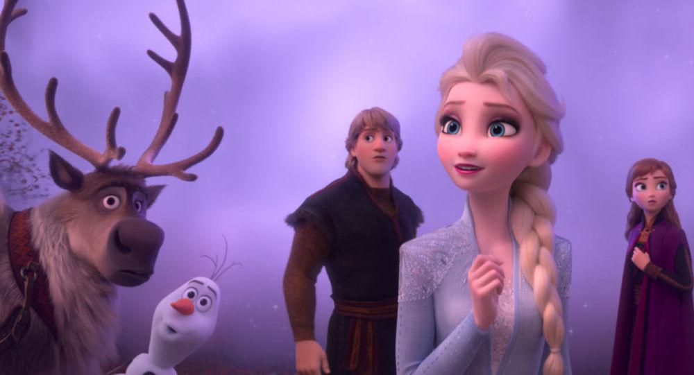 《冰雪奇緣》女主角的素顏形象出現在社交網絡上 (