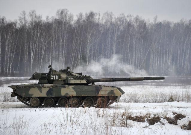俄研制出將軍事裝備偽裝成雪堆的材料