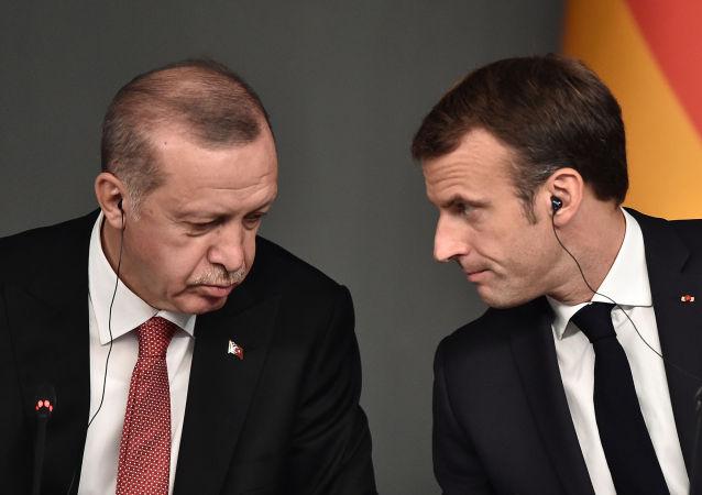 法外交部就埃爾多安關於馬克龍的言論召集土耳其大使