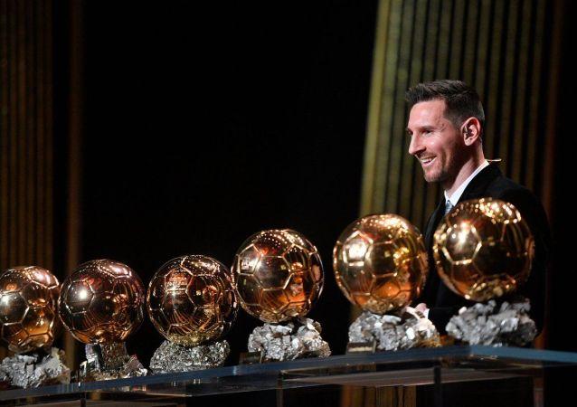 梅西破紀錄六度榮膺金球獎