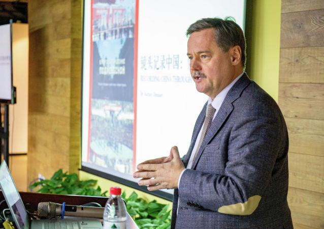 全俄國家電視廣播公司歷史頻道總編輯、紀錄片製片人阿列克謝·傑尼索夫