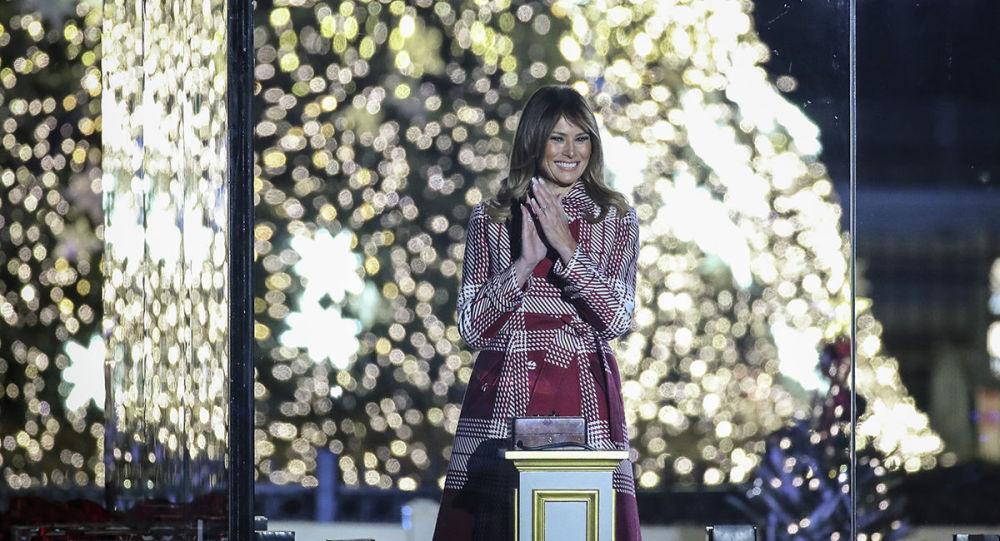 特朗普攜梅拉尼婭點亮白宮聖誕樹