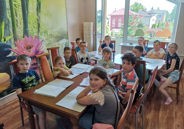 俄羅斯孩子們正在上漢語課