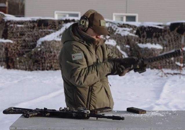 俄卡拉尼什科夫集團發佈AK-12和M4兩種槍支對比測試的視頻
