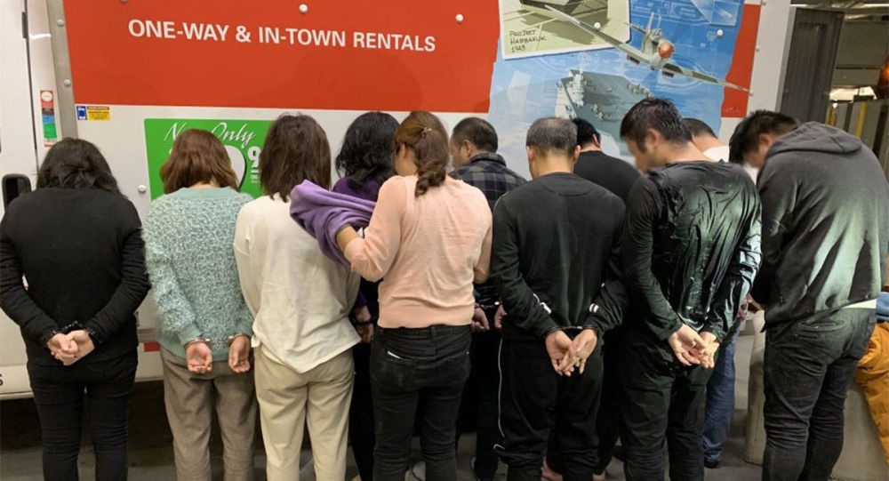 11名中國移民被發現藏在傢具和電器中