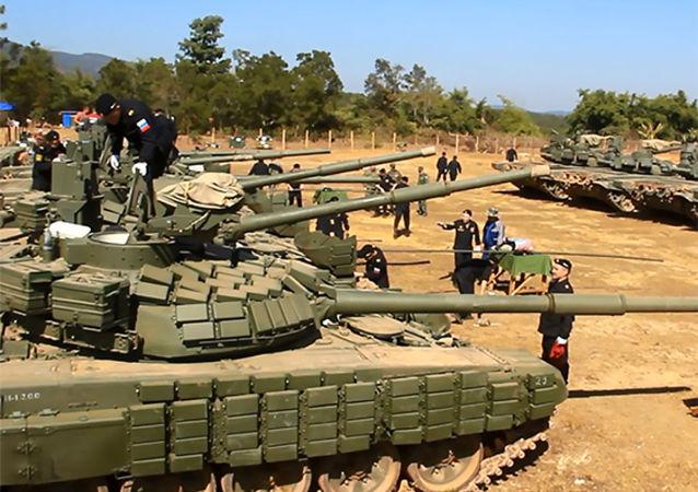 俄東部軍區坦克兵向老撾軍人展示新型戰術