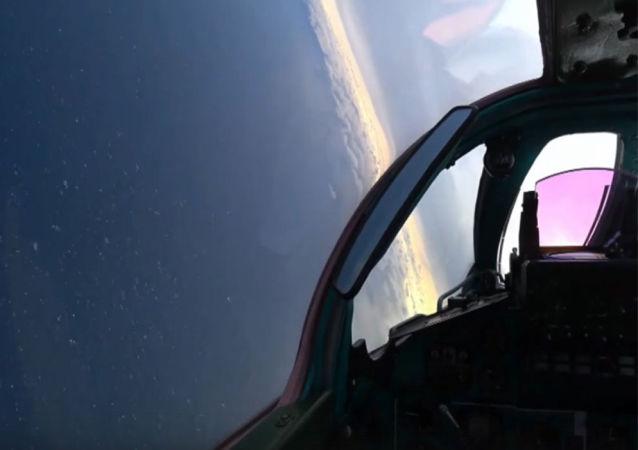 俄兩架米格-31BM戰鬥機空中較量實拍