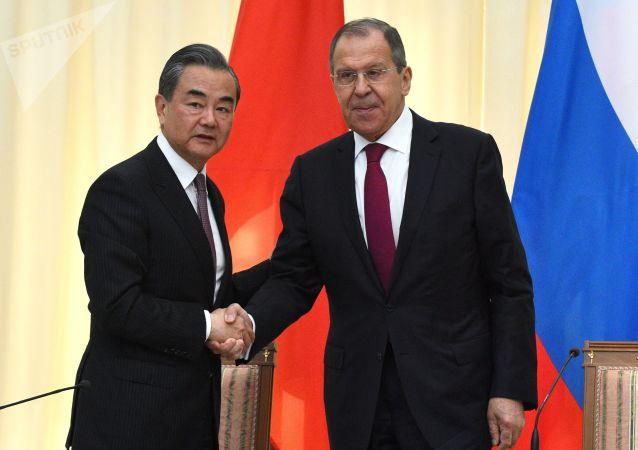 拉夫羅夫:俄羅斯將繼續提供醫療設備支持中國抗擊冠狀病毒