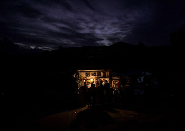希臘薩摩斯島難民營附近爆發衝突