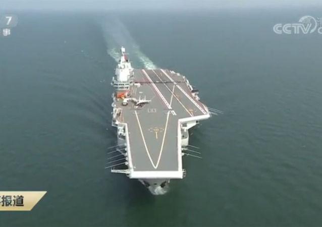 中國展示「山東號」新型航母上的首飛