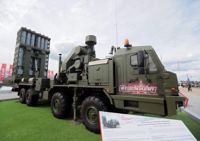 俄軍未來7年內將接裝12個營S-350防空導彈系統