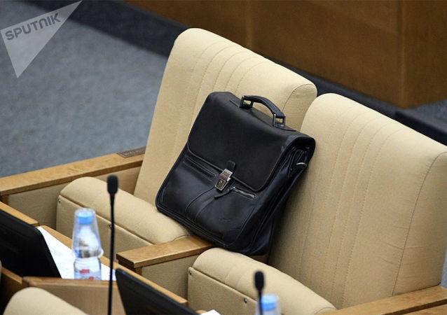 調查:近80%俄羅斯人認為官員應該減薪