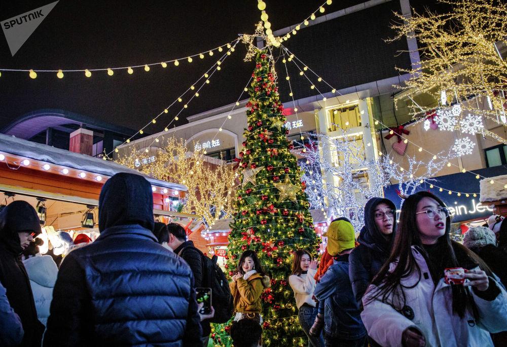藍色港灣紀念品市場的聖誕樹在年輕人和孩子們之中大受歡迎