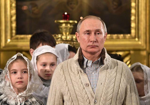 普京聖誕平安夜穿的羊絨衫價值多少?