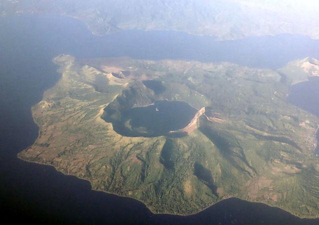 塔阿爾火山