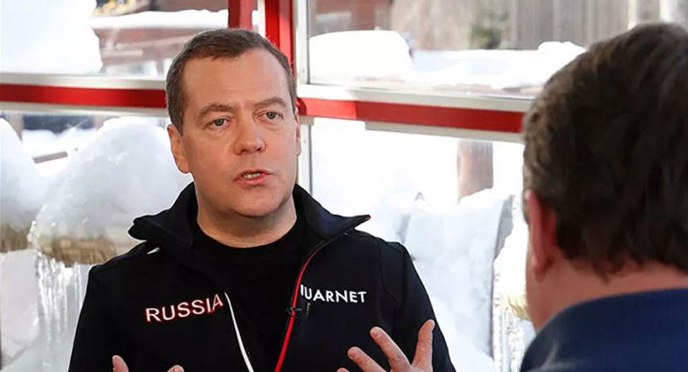 梅德韋傑夫解釋政府的意外辭職