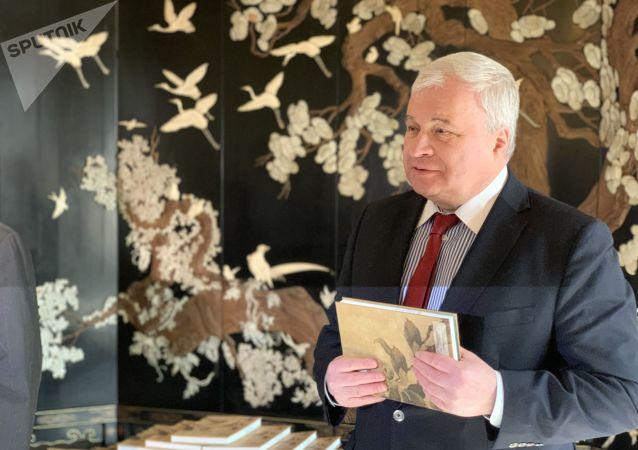 俄羅斯駐華大使館獲贈宋詞集
